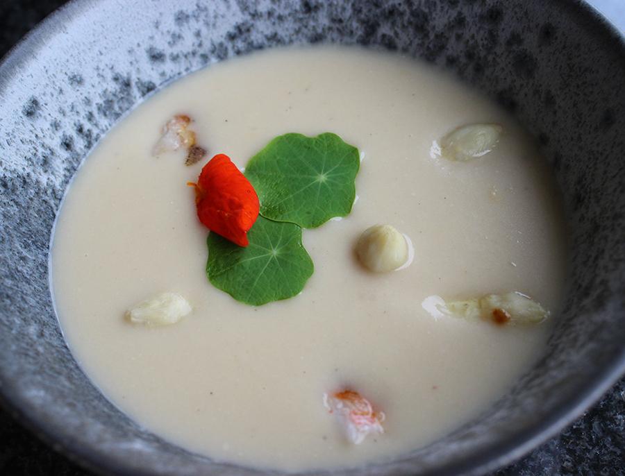 Hvid Asparges suppe
